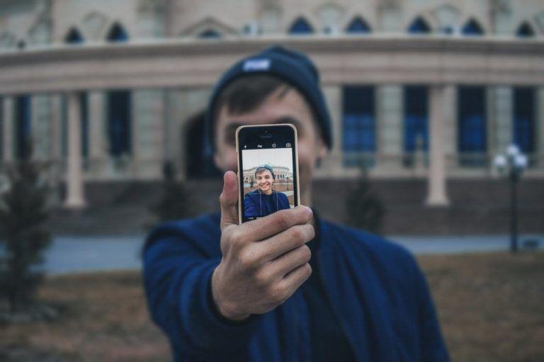 """""""Mi pareja se pasa el día mirando el móvil"""""""